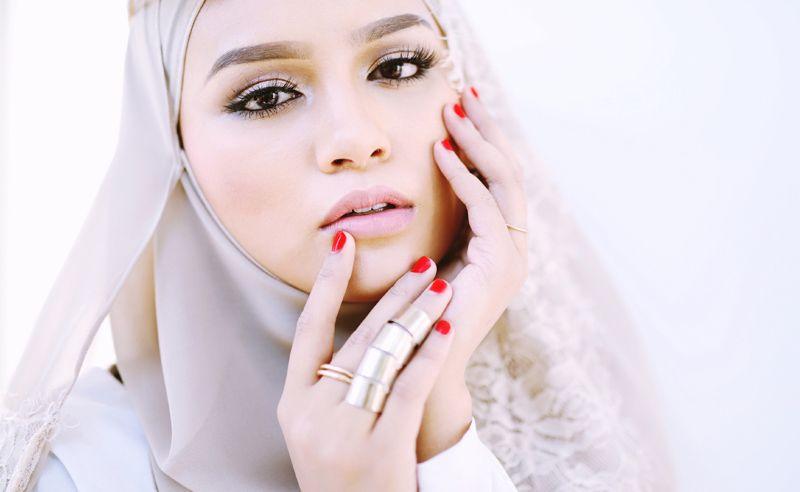 Breaking down halal makeup with Zahara by Amira Geneid