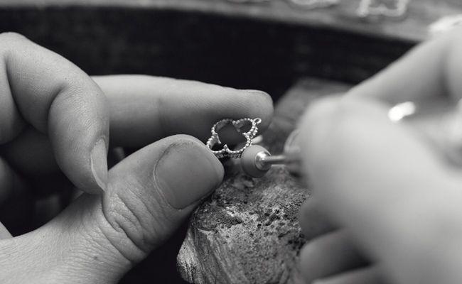 making a Van Cleef & Arpels jewellery