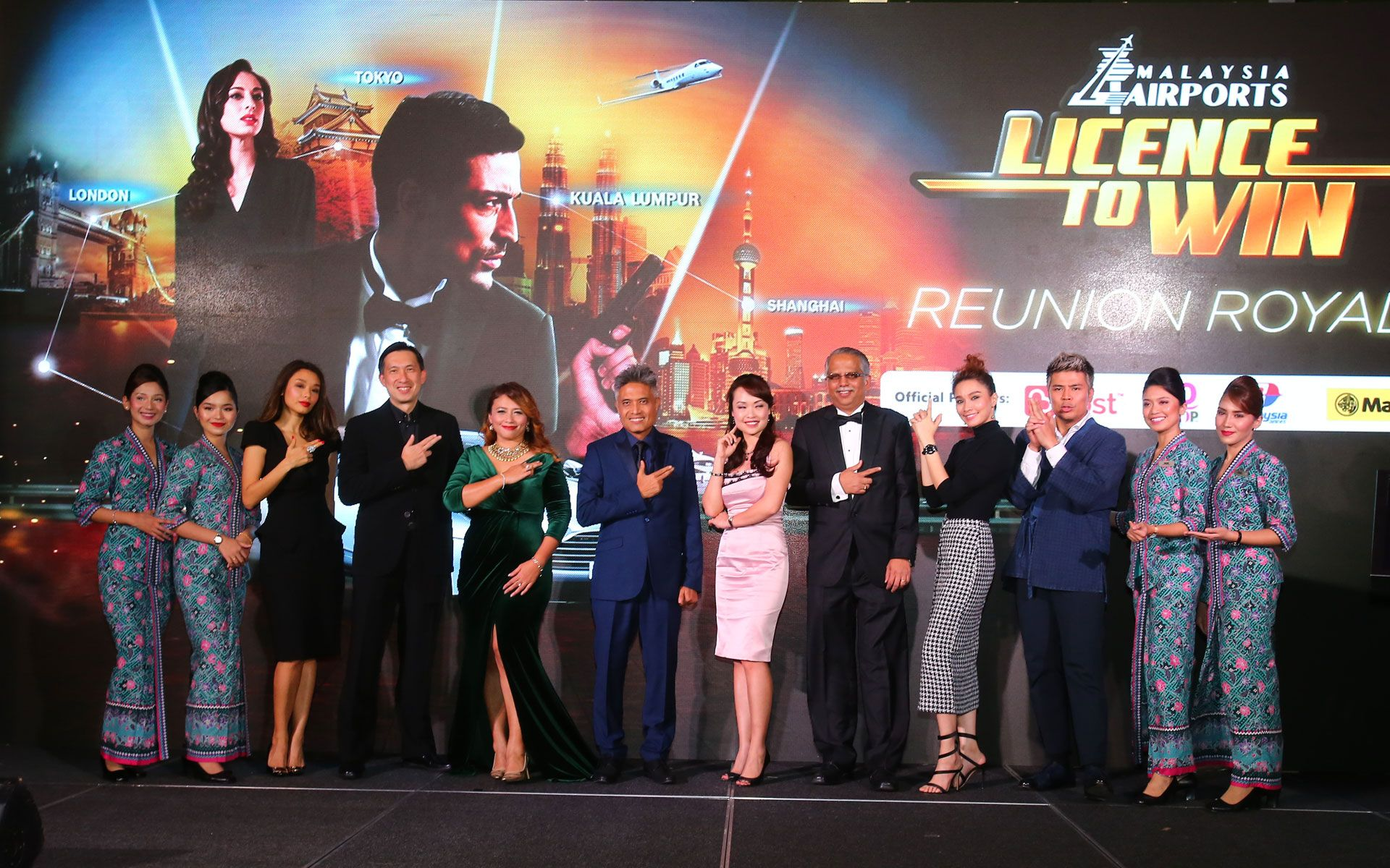 Marion Caunter, Awal Ashaari, and other VIP guests of the evening gather on stage