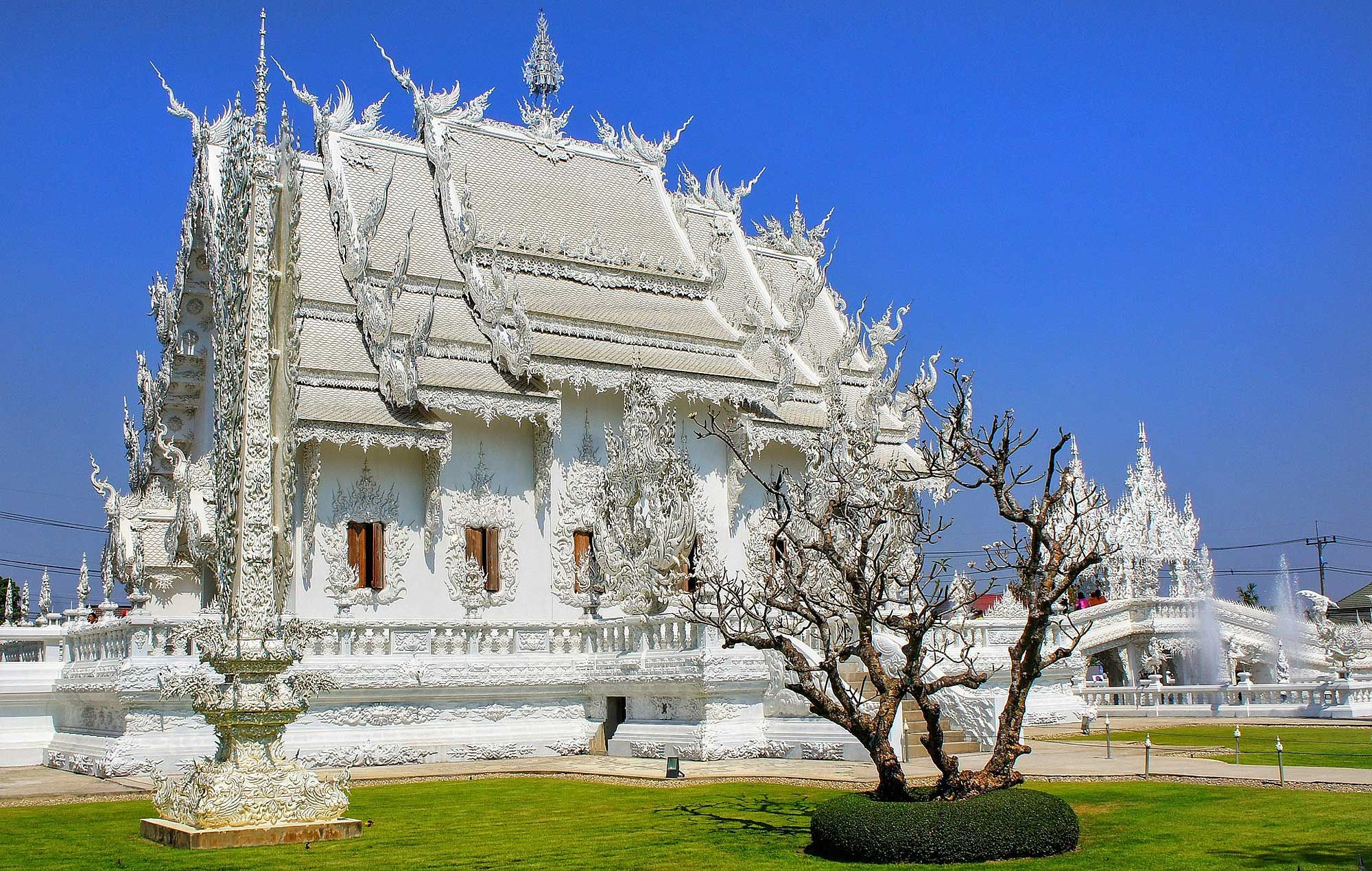 Postcards From The Land Of Smiles: Discovering Art, Spirituality & Beauty In Chiang Rai