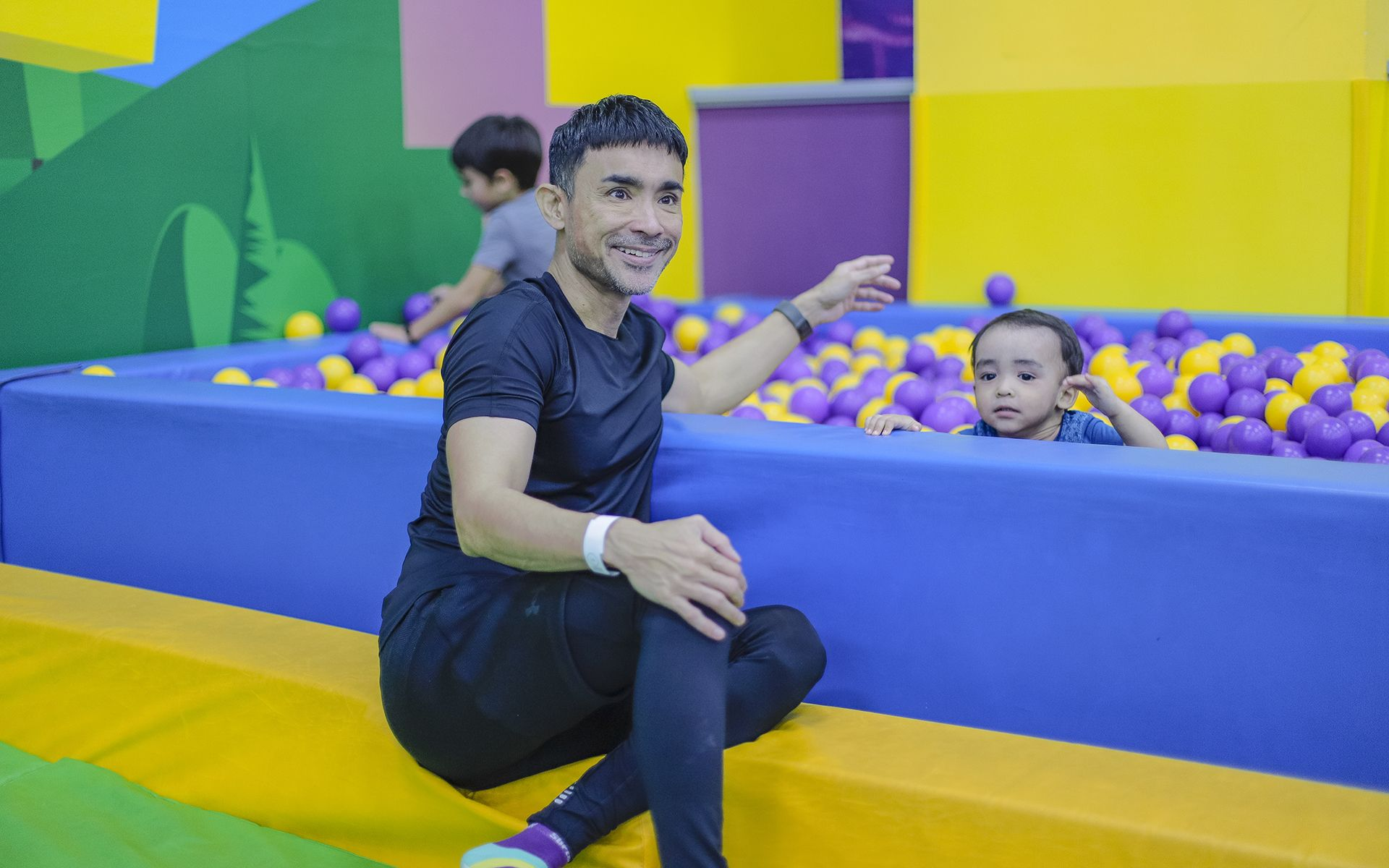Watch: How 2 Celebrity Dads Fit In Quality Time With Their Sons