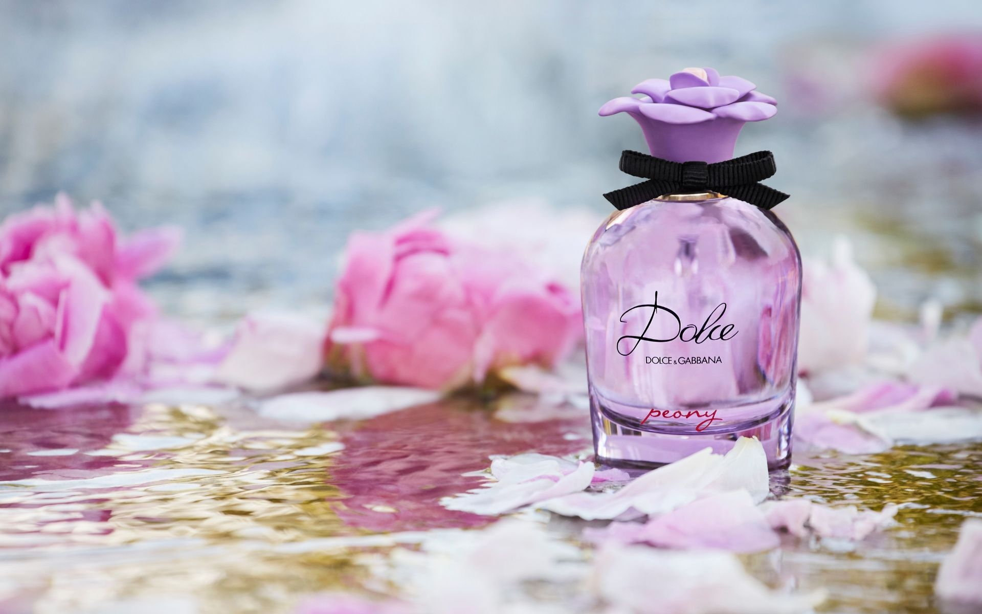 Meet the new flower in the Dolce fragrance family: Dolce Peony Eau de Parfum. Fresh, free and deliciously feminine, this new scent brings about a cheerful riot of colour and flair.