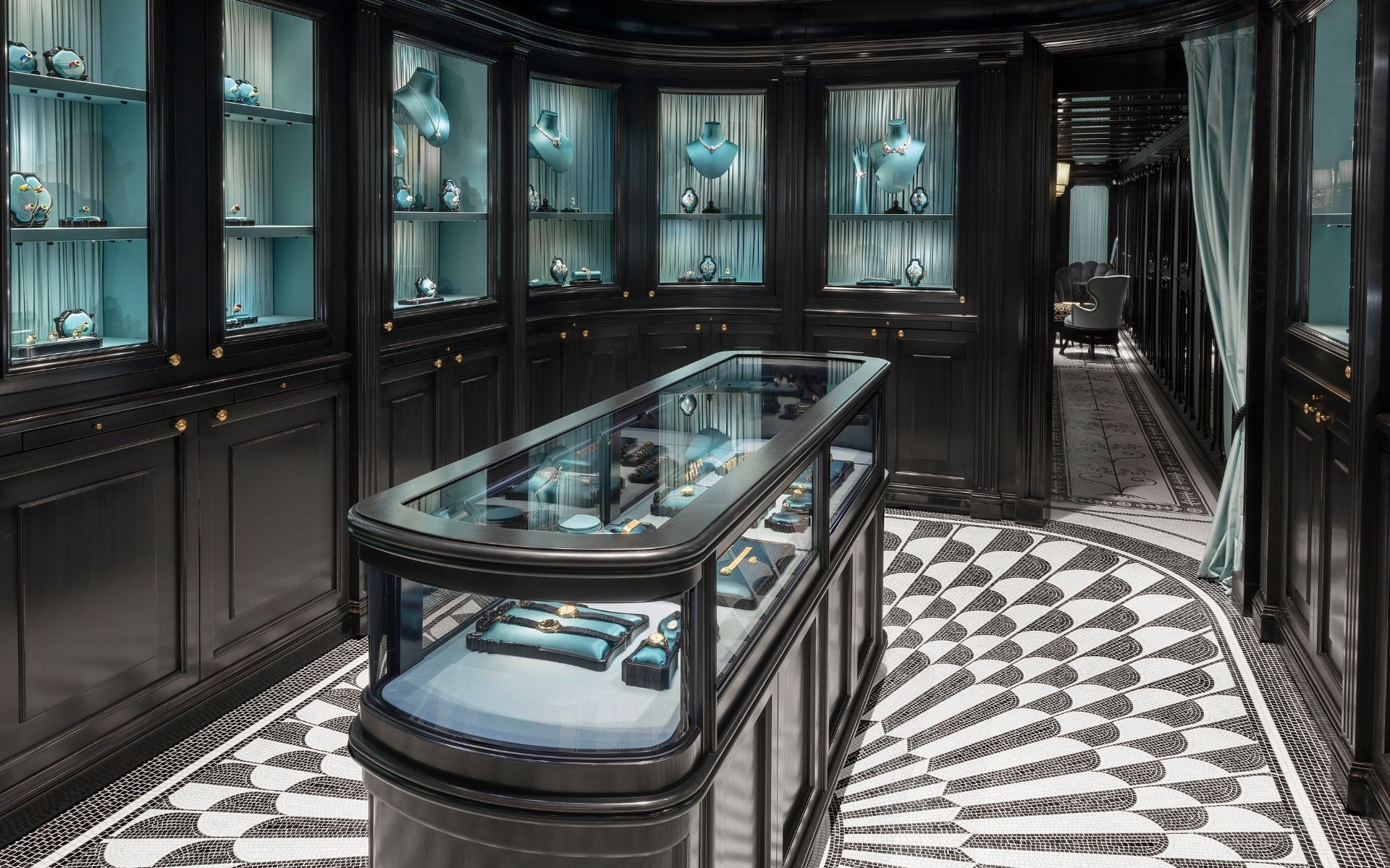 Gucci Debuts Hortus Deliciarum High Jewellery Collection At Its New Vendôme Boutique