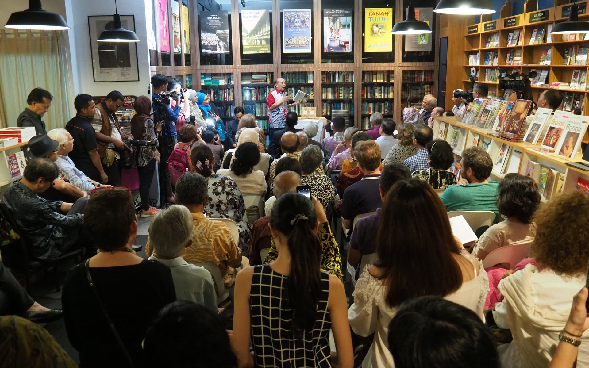 7 Independent Bookstores To Ignite Your Reading Hobby