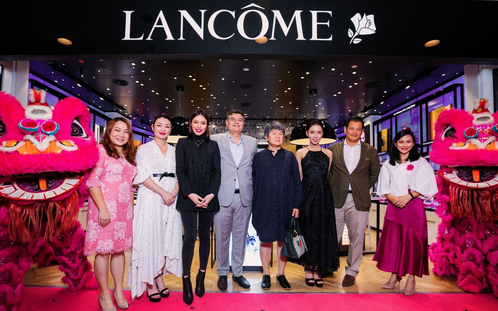 Jasmine Ku, Jennie Ma, Zahirah Macwilson, Malek Bekdache, Rennie Lee, Venice Min, Daniel Yong and Chua Sher Le
