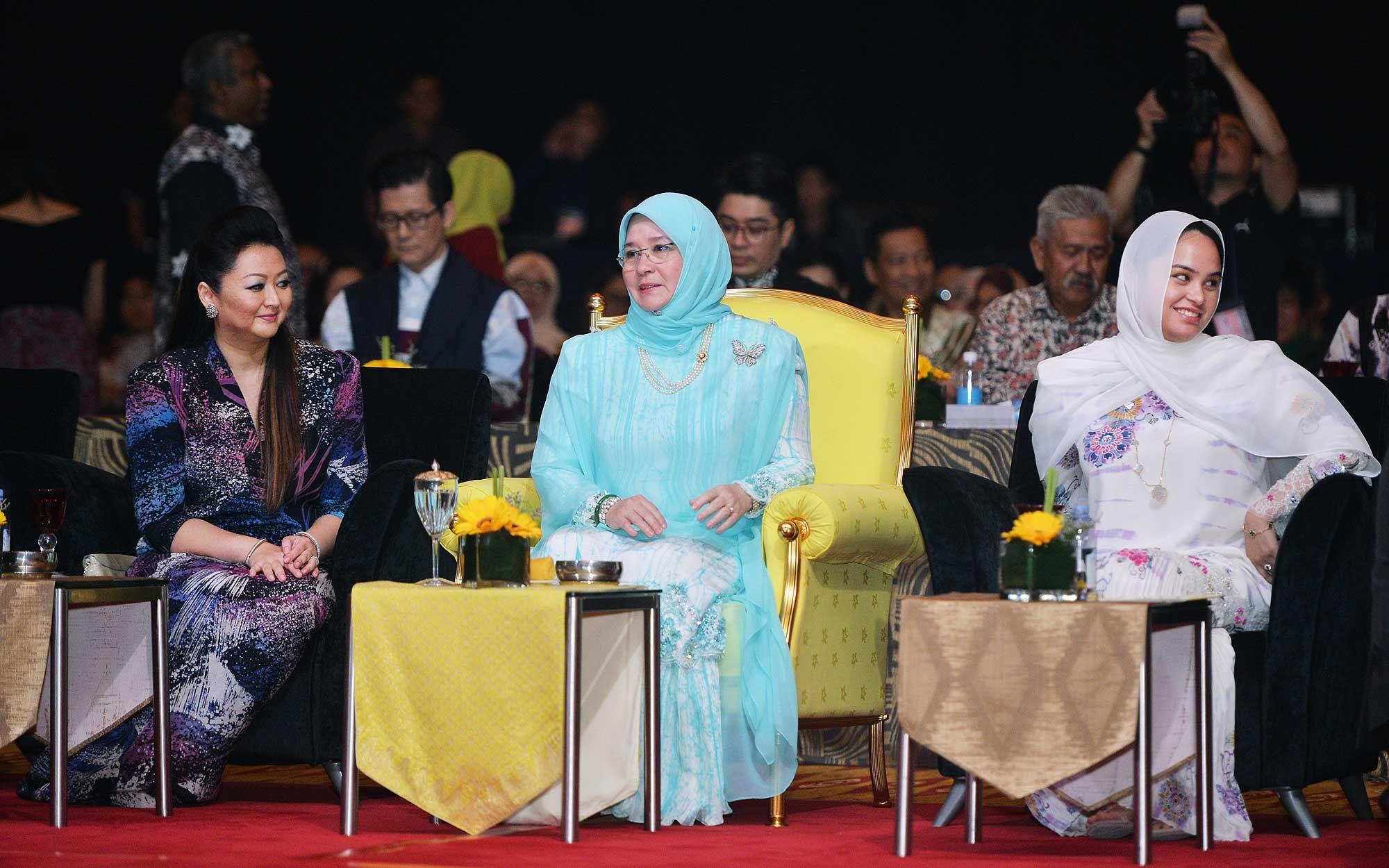 Nori Abdullah, Her Majesty Raja Permaisuri Agong Tunku Azizah Aminah Maimunah Iskandariah and Tengku Puteri Afzan Aminah Hafizatullah Al-Sultan Abdullah