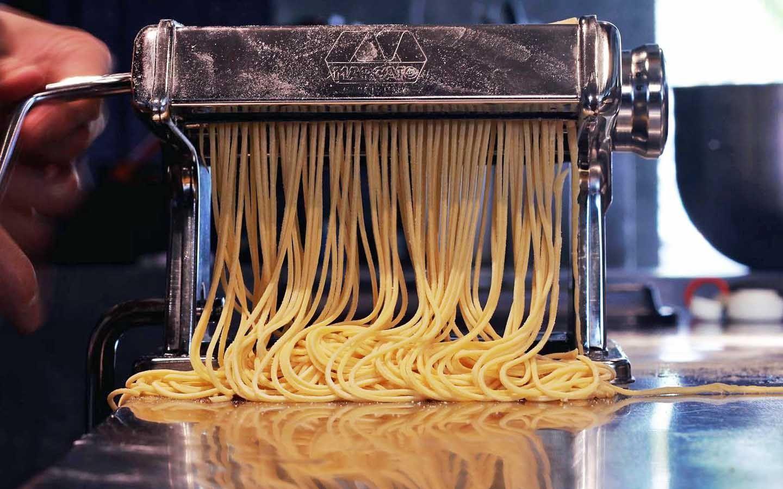 Gooddam's hand-cranked pasta maker