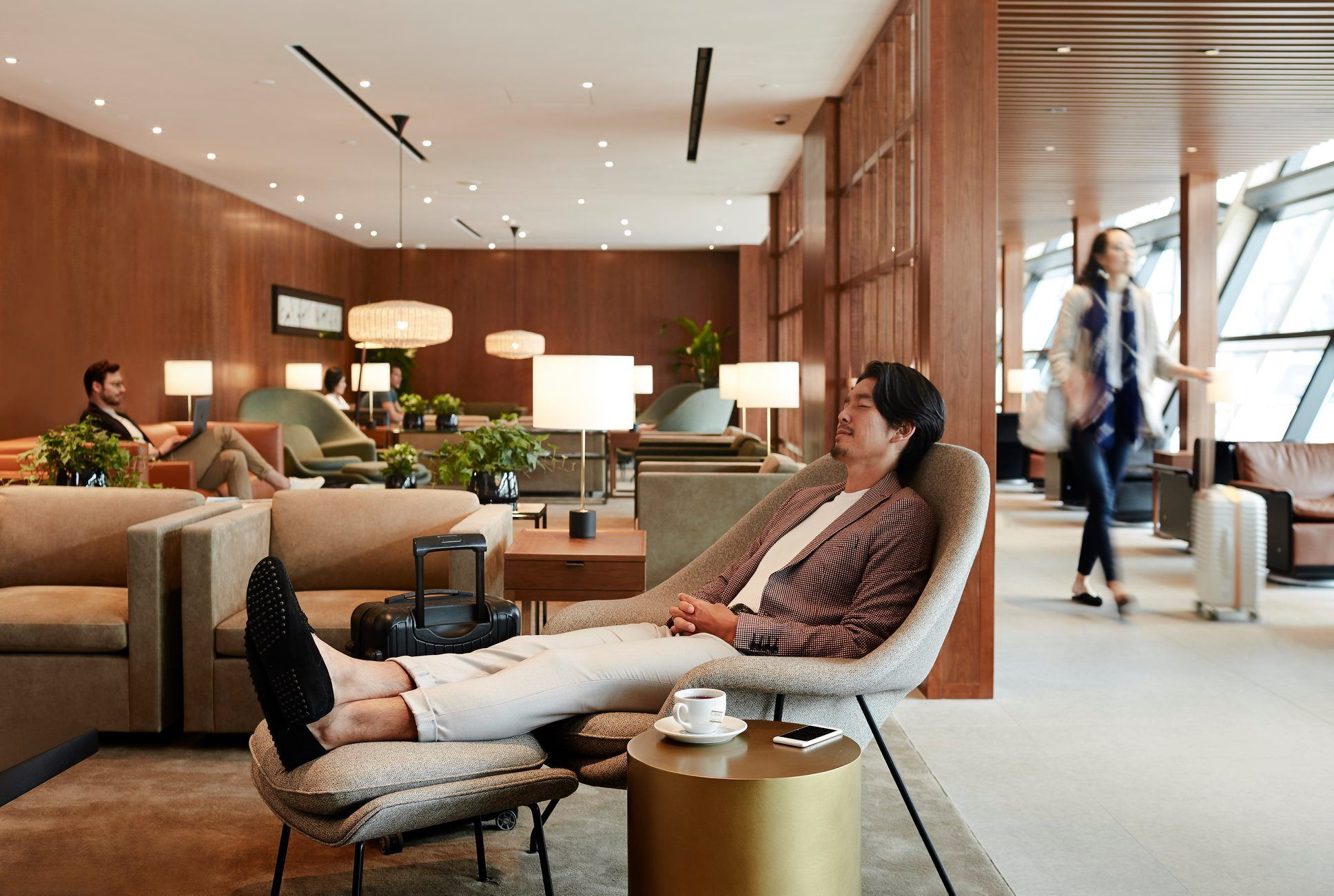 Relax & Unwind At These 6 Luxurious Airport Lounges Across Asia