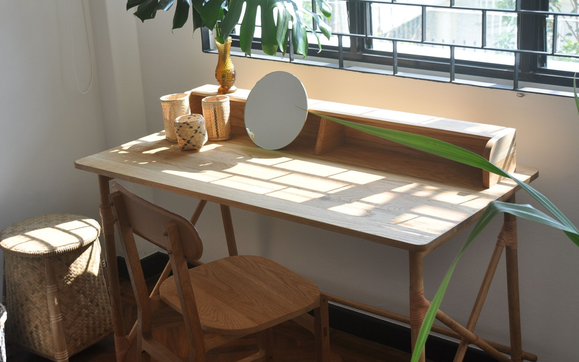 4 Easy Tips On Creating A Beautiful Work Space At Home
