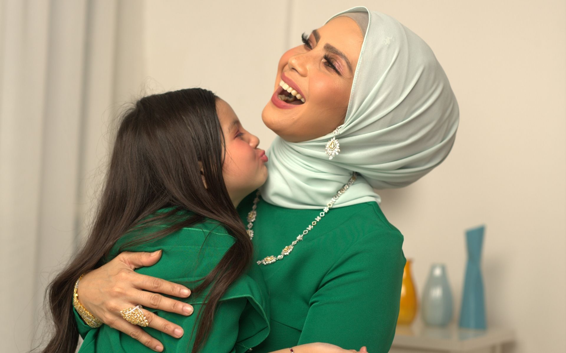 Habib's brand ambassador Rozita Che Wan and daughter Aaisyah Dhia Rana. (Photo: Habib)