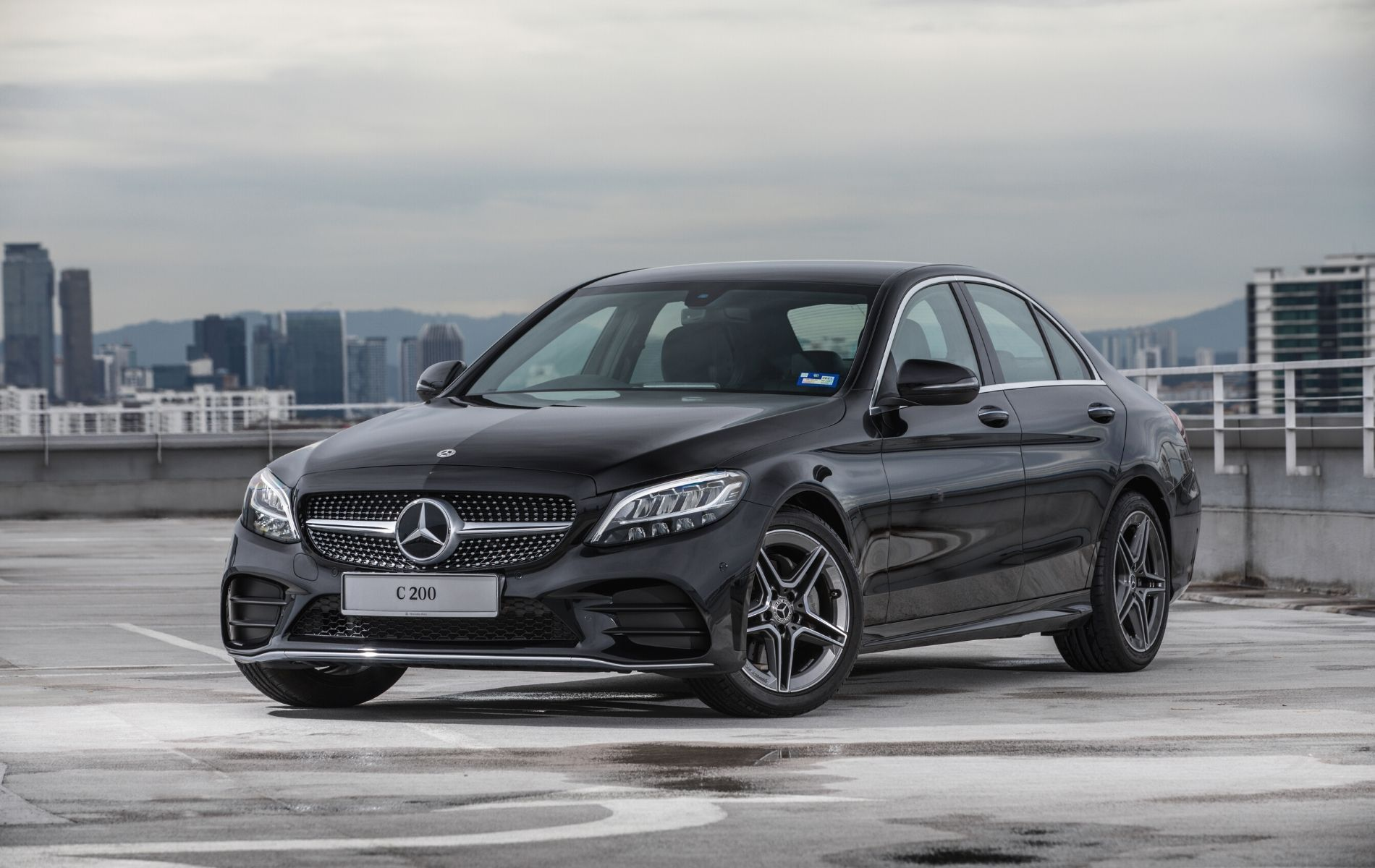 The new C-Class C200 with AMG Line