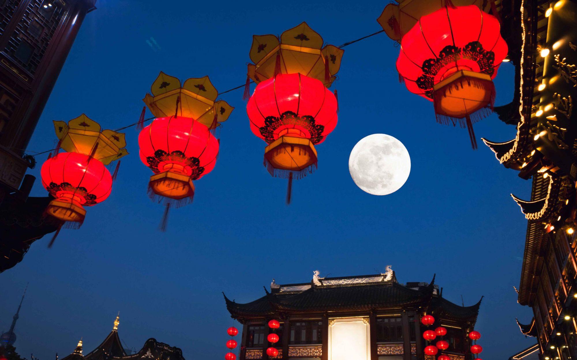 shanghai Yu yuan gardens at night,mid-autumn,