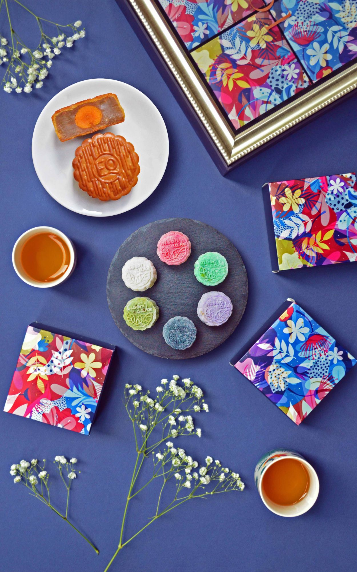 EQ's traditional baked and snow skin mooncakes (Photo: EQ)