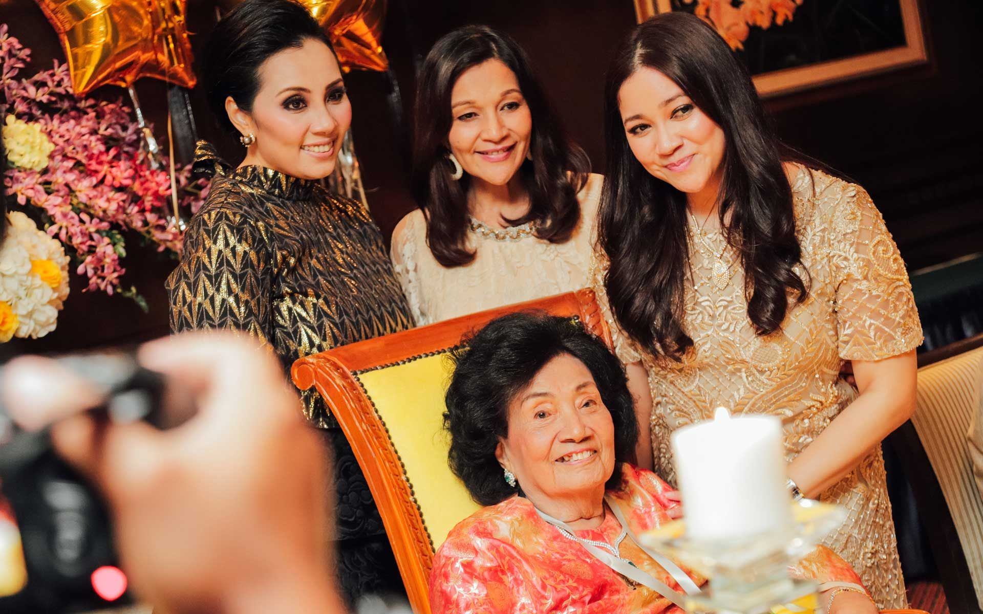 All smiles as family members gathered with the birthday girl, Tuanku Najihah Tunku Besar Burhanuddin, for a group photo