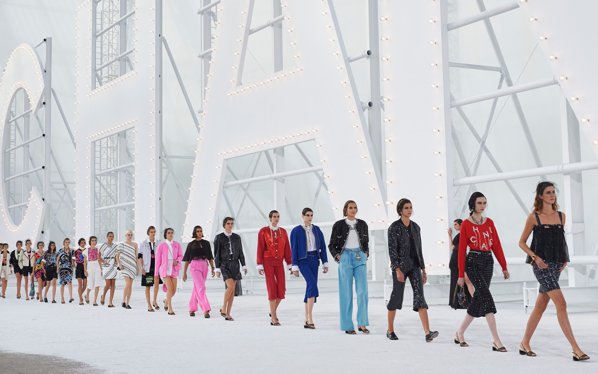 The Best Looks From Chanel SS 2021 Hollywood-Inspired Runway Show