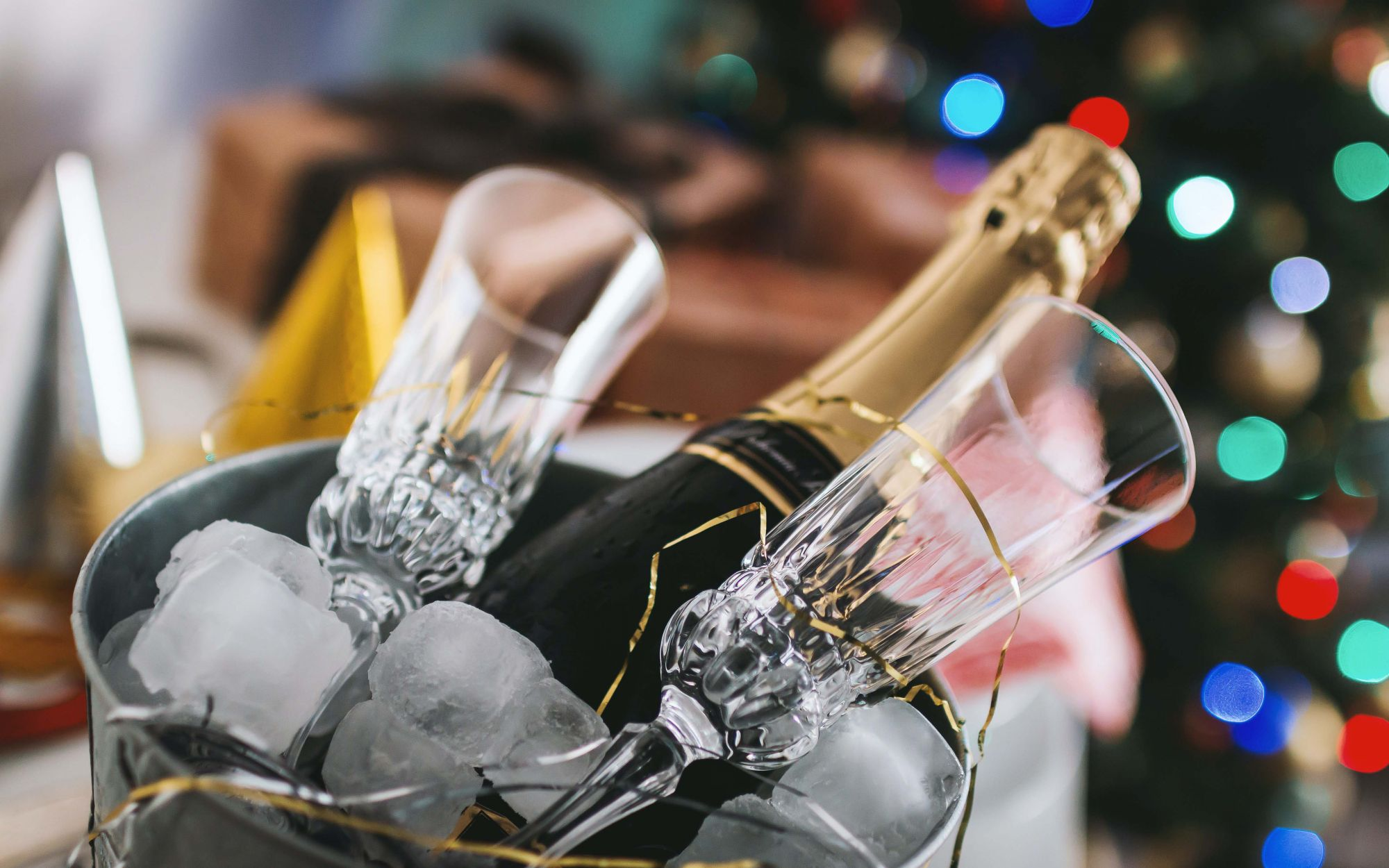 How To Choose The Best Ice Bucket & Cooler For Perfect Wine Every Time