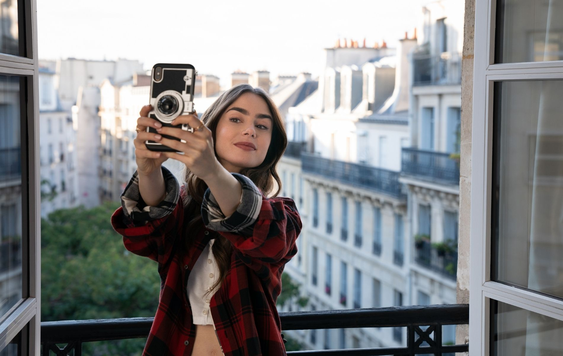 Netflix's Emily In Paris Will Be Back For Season 2