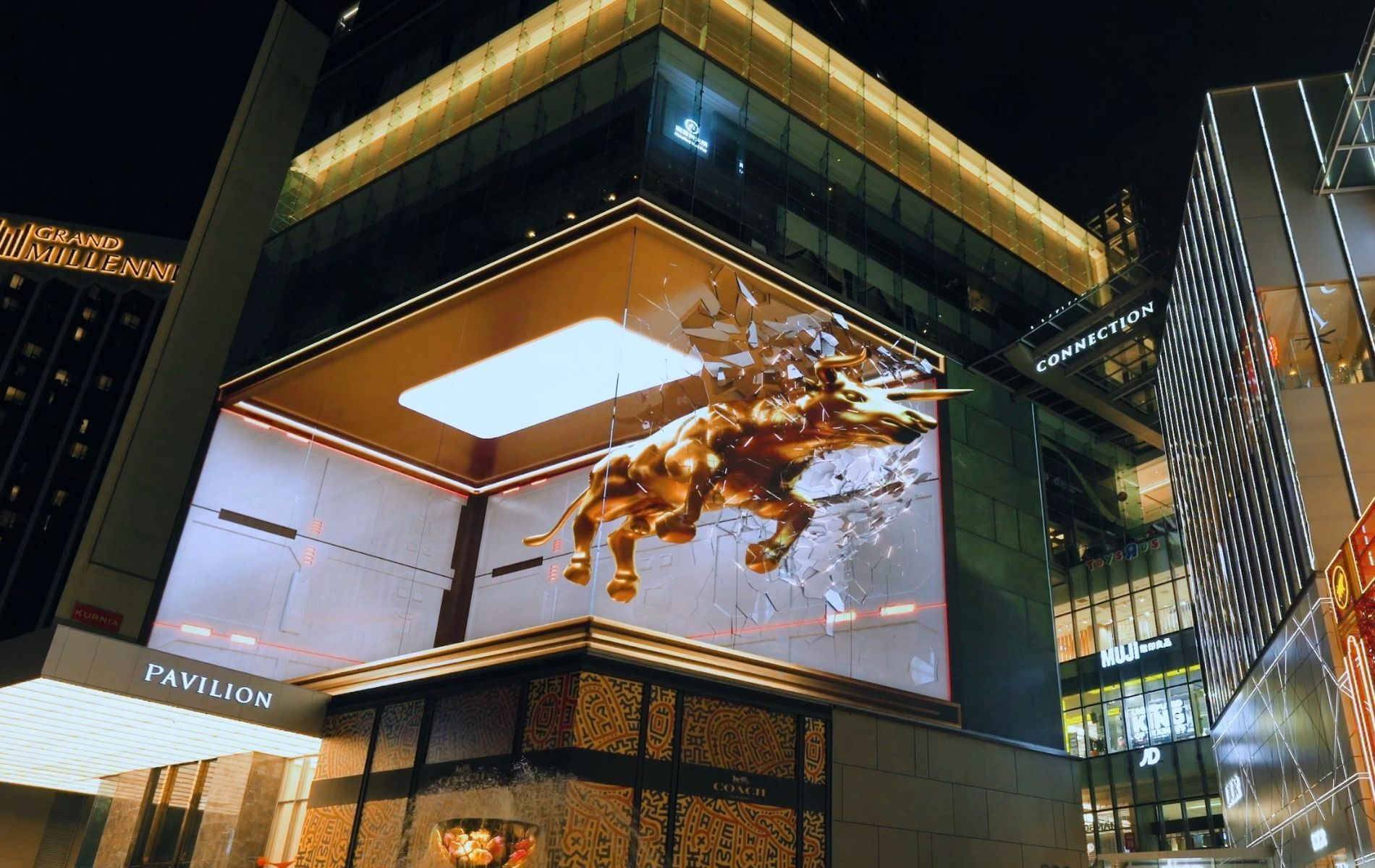 Pavilion Kuala Lumpur Thrills Shoppers With A 3D Charging Golden Bull