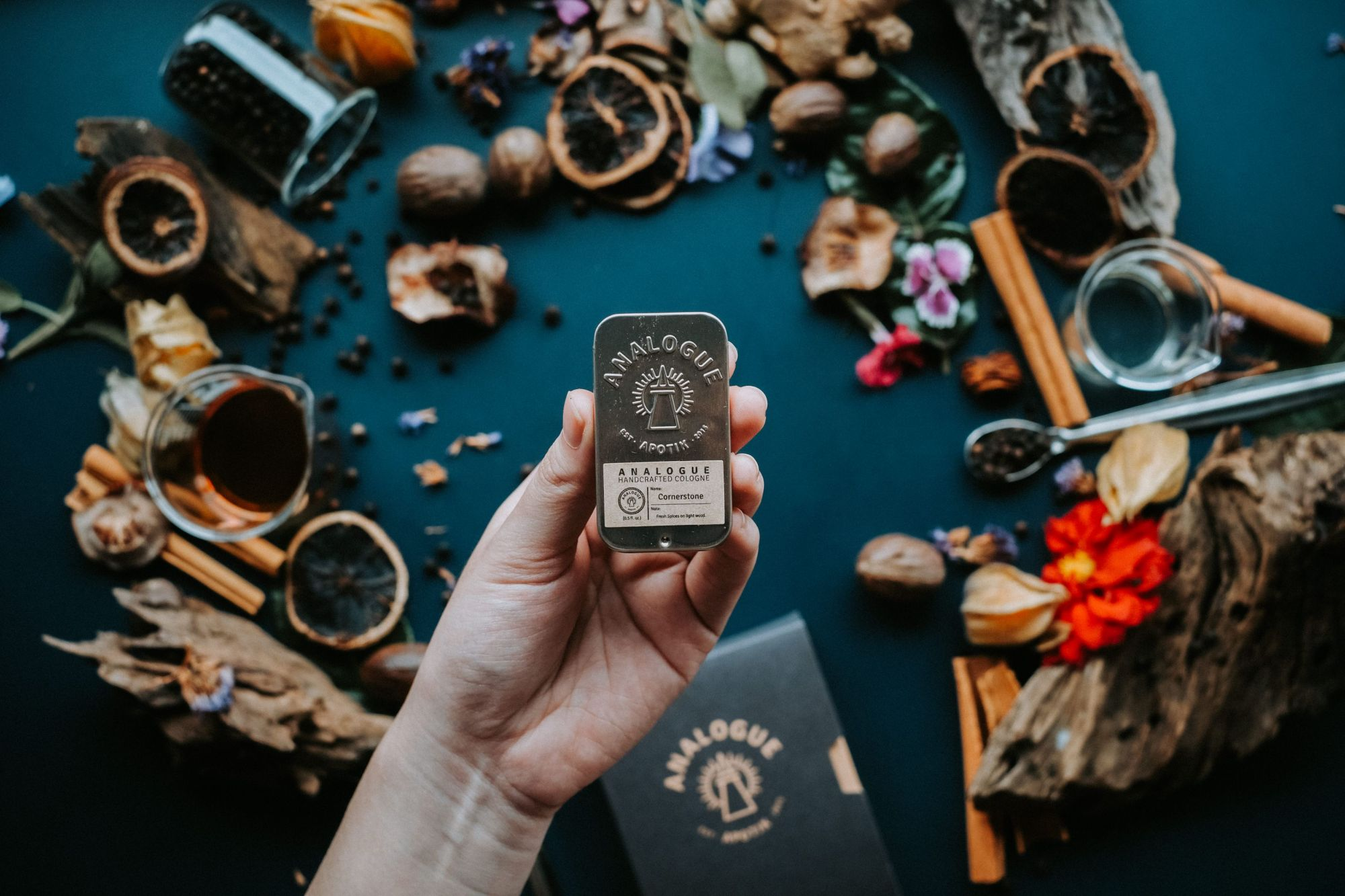 Homegrown and international brands to try out the solid perfume trend. (Photo: Courtesy of Analogue Apotik)