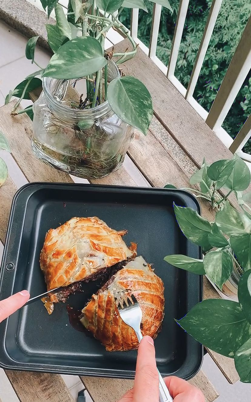 If you didn't document the slicing open of Sage's Beef Wellington, did it even happen? (Photo: Samantha Lim)