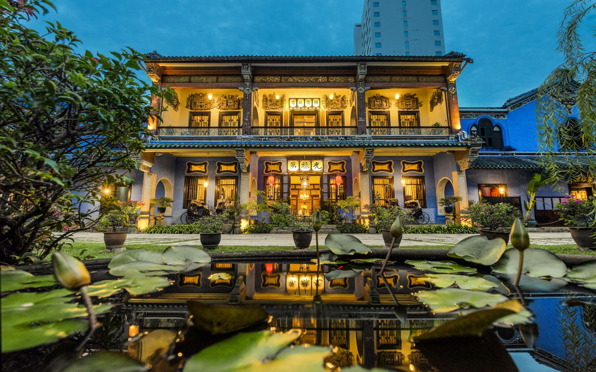 The stunningly restored Cheong Fatt Tze Mansion reveals the historical site in all its glory