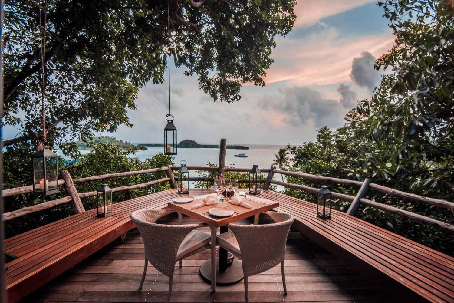 The Lookout Deck at Tree Tops Restaurant, Bawah Reserve