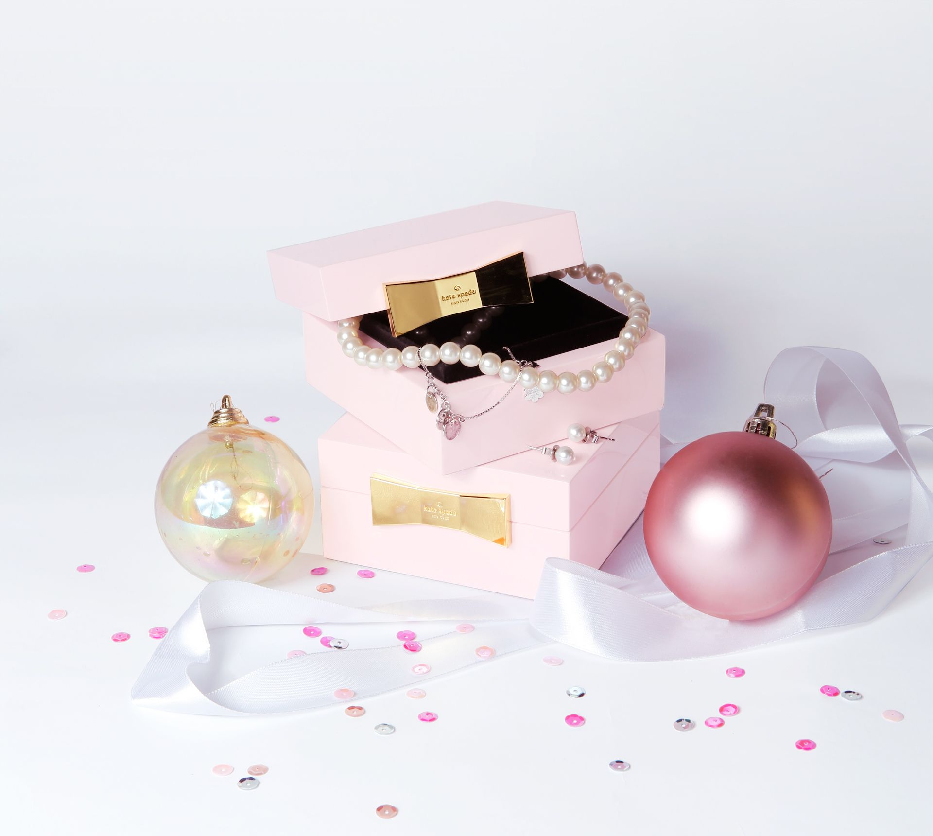 Early Holiday Gifts For Beauty Addicts