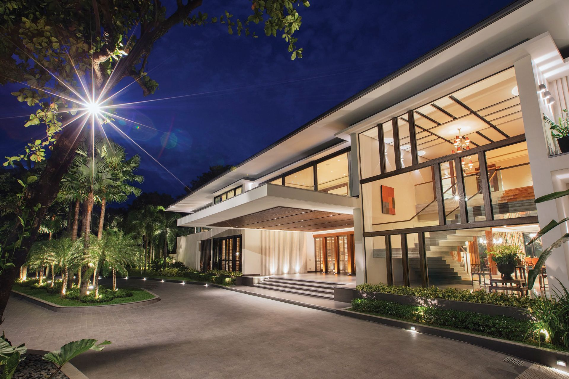 Home Tour: Nature Is At The Core Of This Elegant Suburban House