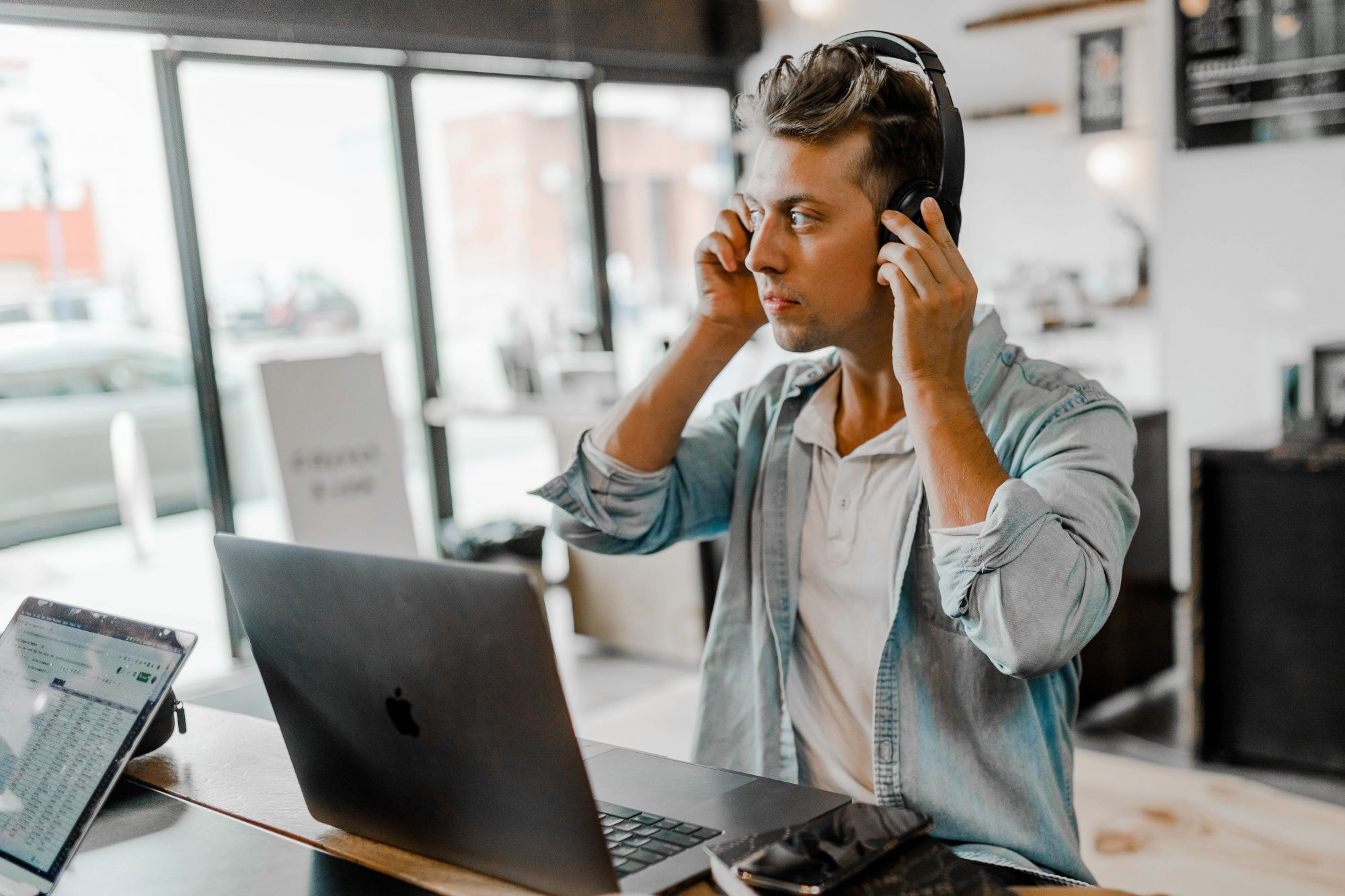 4 Impressive Noise-Cancelling Headphones To Keep You Focused