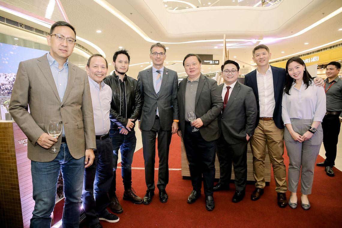 Emerson Yao, Johnny Thai, Paul Sy, Swiss Ambassador Alain Gaschen, Ivan Yao, Reginald de Vera, Emerson Yao, Yvonne Yao