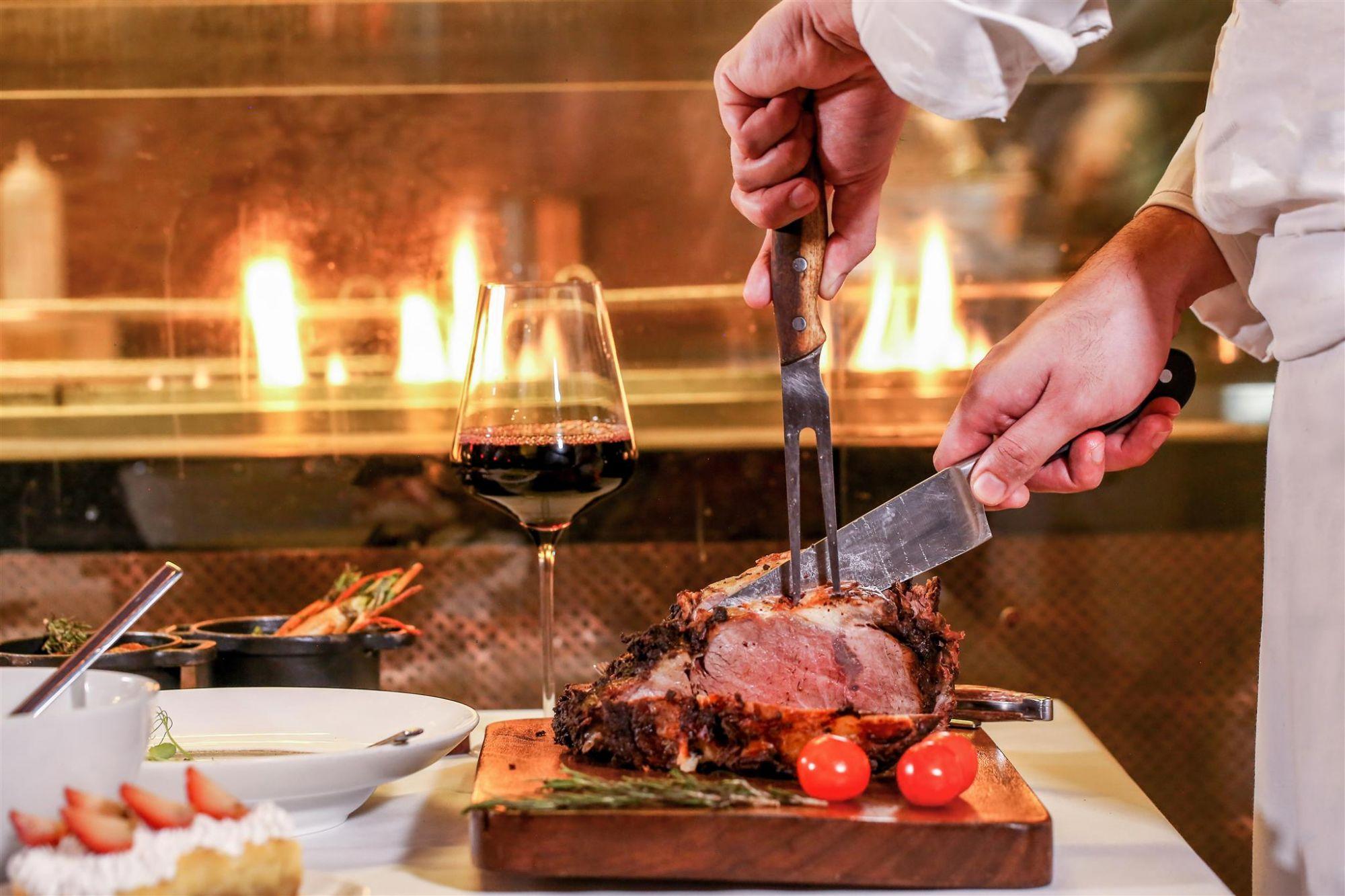Unlimited Steaks On Weekends At CRU Steakhouse