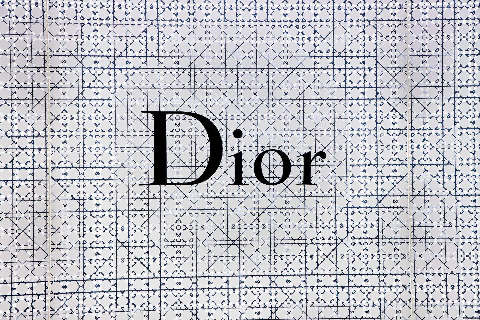 Dior Debuts Striking Eye Look On The Runway