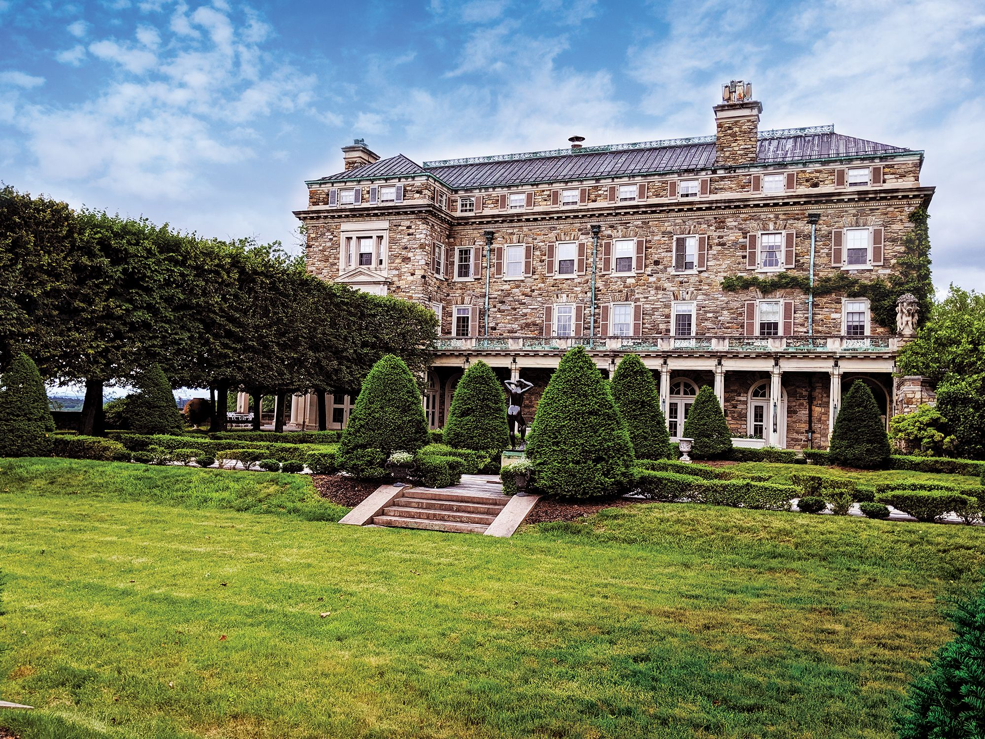 Home Tour: One Of The Most Splendid Mansions In Hudson Valley, New York