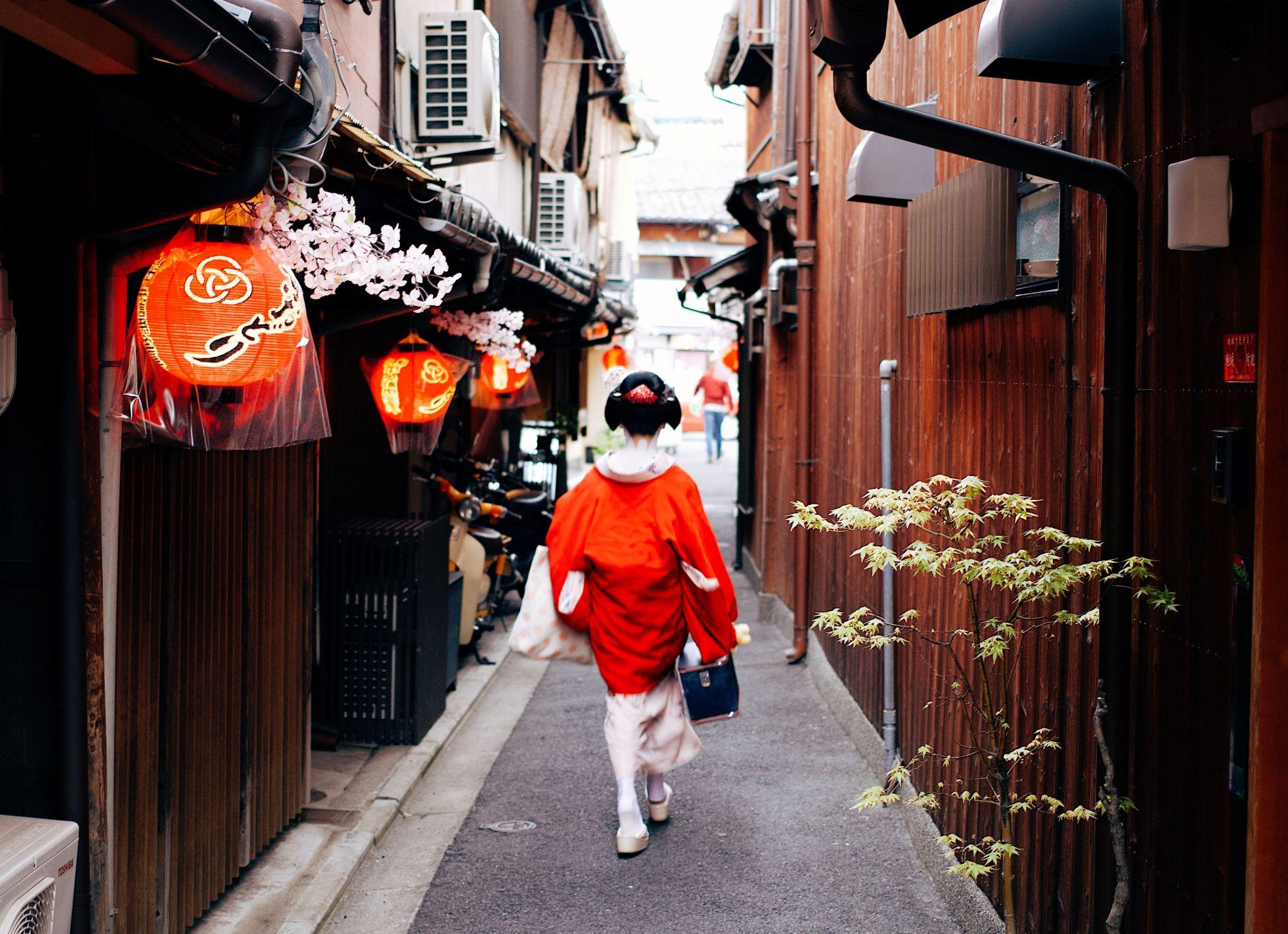 Coronavirus Pushes Geishas In Japan To Migrate Online