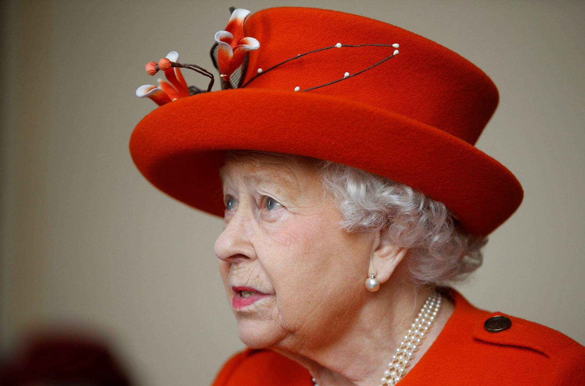 Britain's Queen Elizabeth II visits the Royal Academy of Arts in London on March 20, 2018.The Royal Academy of Arts has completed a major redevelopment of its galleries for the academy's 250th anniversary year. During the course of the visit, Her Majesty will also have an opportunity to view the Royal Academy's current exhibition 'Charles I: King and Collector'. / AFP PHOTO / POOL / Alastair Grant