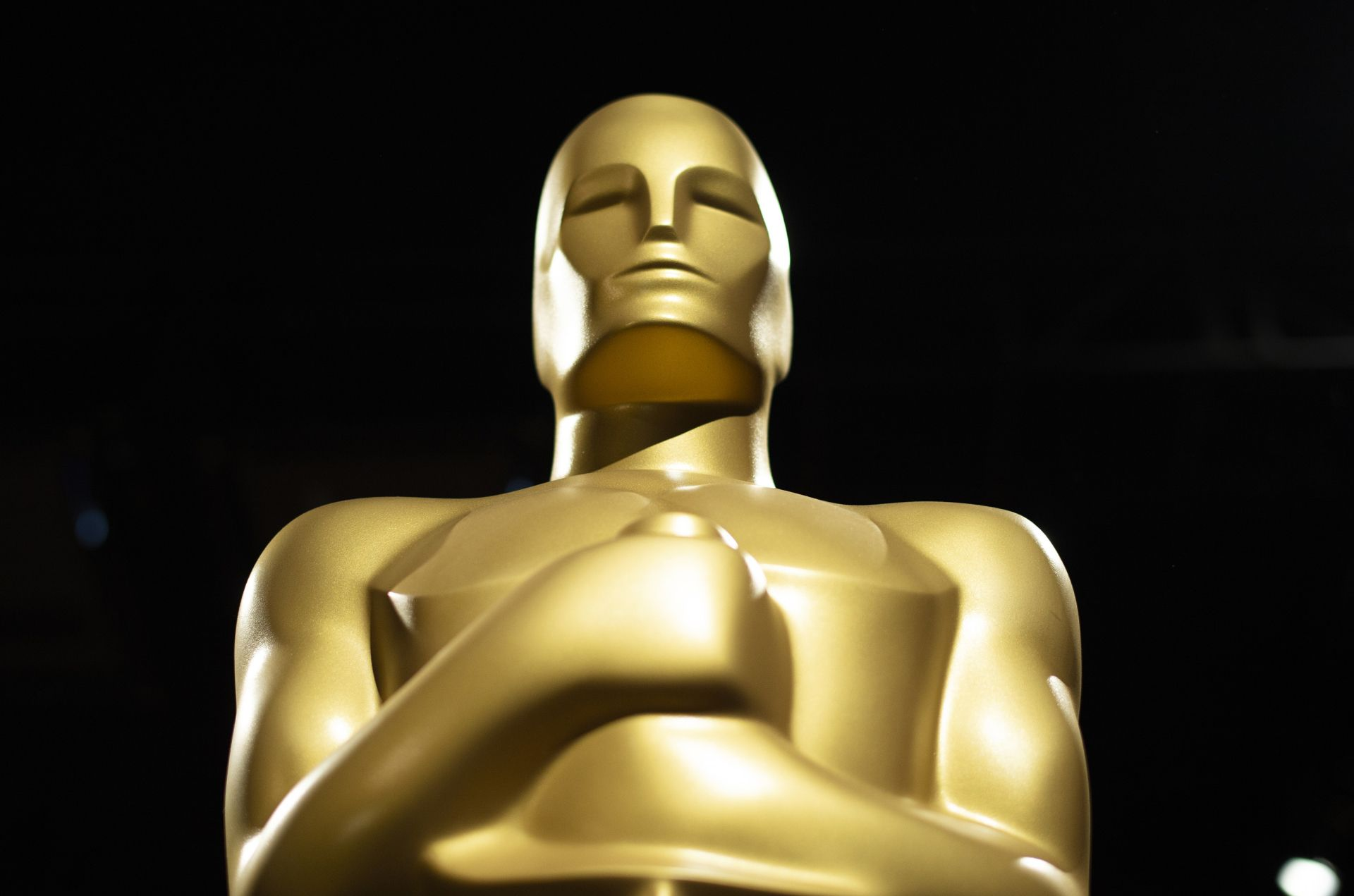 (FILES) In this file photo taken on February 15, 2019 an Oscar statue stands during a preview for the Governors Ball during the 91st annual Academy Awards week in Hollywood, on California,. - Millions of television viewers around the globe will tune in on February 24, 2019 to watch the Oscars, the glitziest night in showbiz, but most don't know how the winners are chosen. (Photo by VALERIE MACON / AFP)