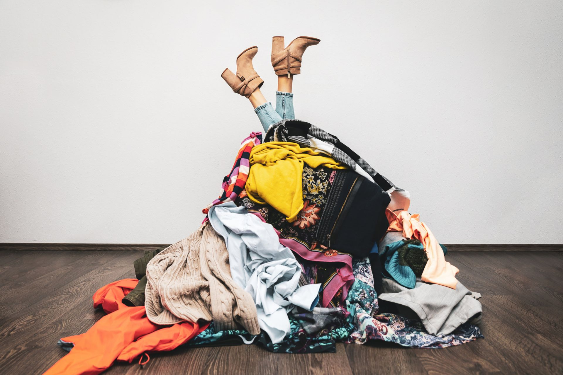 "The ""köpskam"" (shame of buying) movement, got underway in Sweden in 2019; it encourages consumers to turn to second-hand clothing to limit the impact of the textile industry on the environment.  © ronstik / IStock.com"