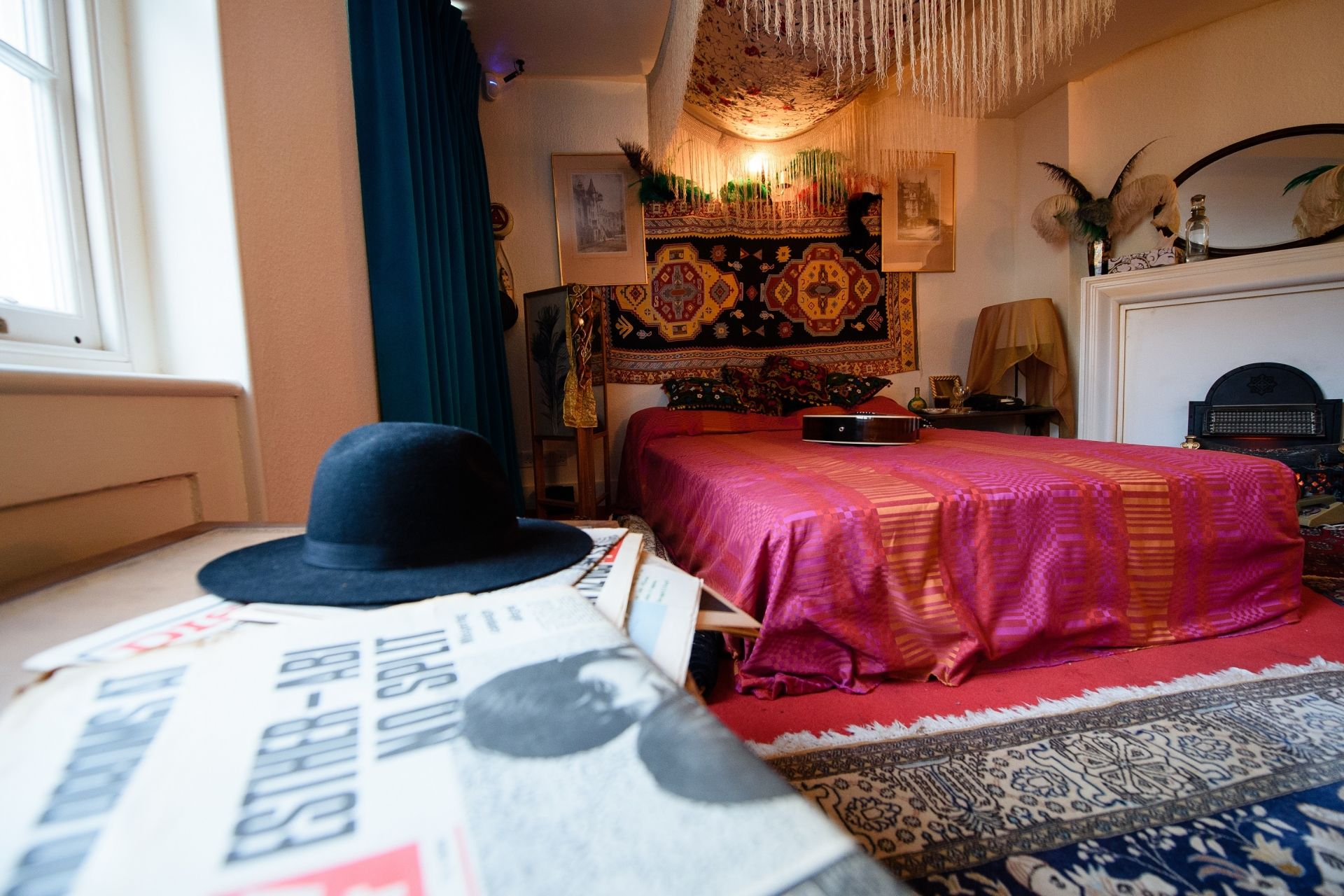 The recreated bedroom of US musician Jimi Hendrix, is seen in the room he actually rented, to promote a forthcoming exhibition, in central London, England on February 8, 2016. - Located above the Handel House museum, Hendrix's former bedroom has been dressed to resemble how it was when he lived there in 1968-69. From February 10, 2016, the upper floor rooms of 23 Brook Street, will be open to the public, and includes galleries of images and videos showing his story. (Photo by LEON NEAL / AFP)