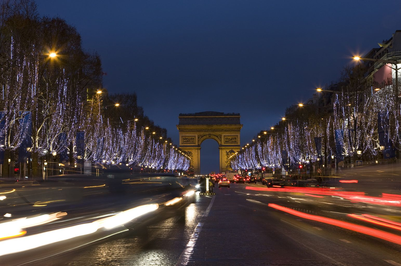 You Can Now Take Part In The Virtual Christmas Lighting At The Champs Élysées