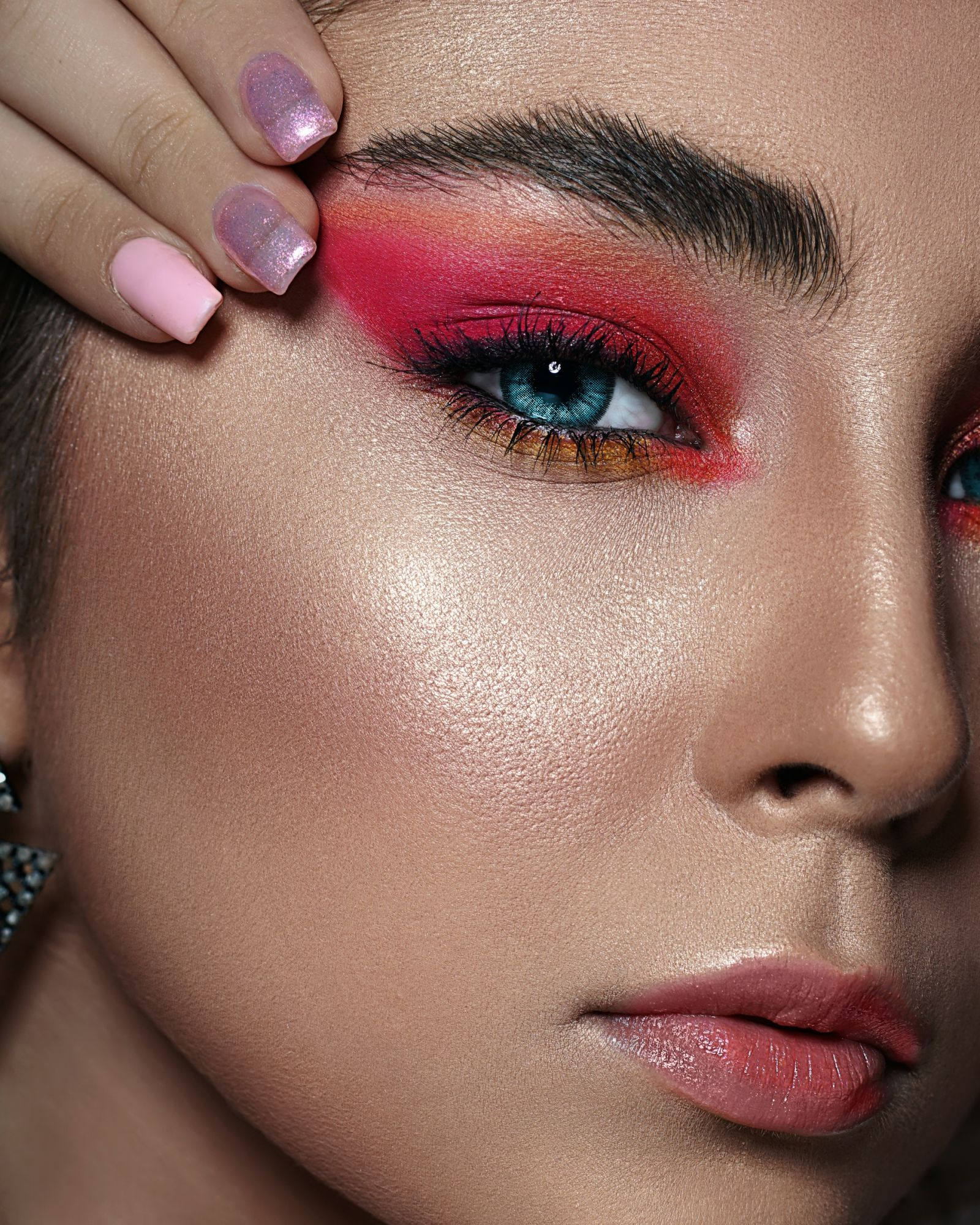 Glam Up Your Eyes With These 5 Christmas Make-Up Ideas