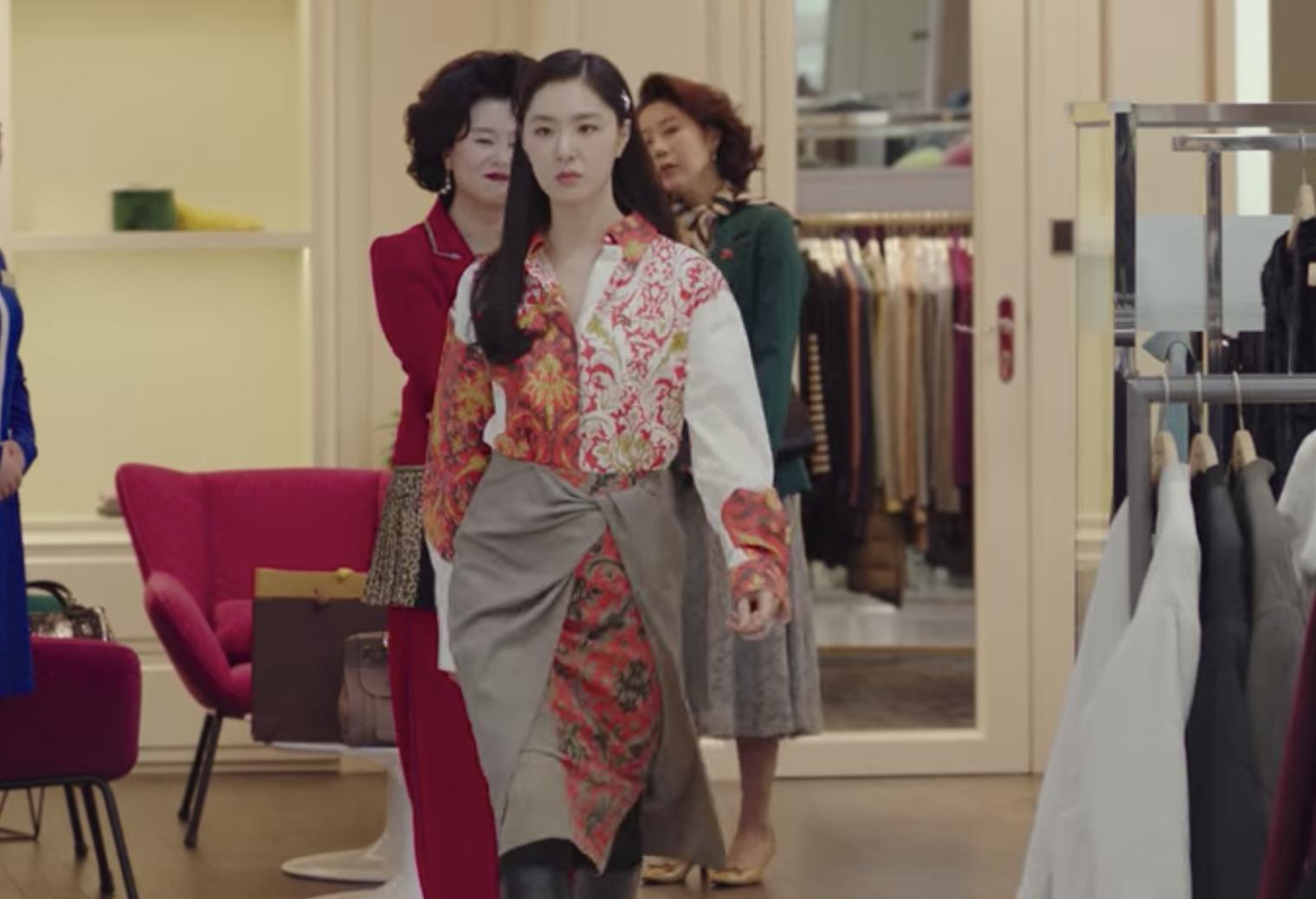 Seo-Dan, played by Seo Ji-hye, confidently walks off in a gorgeous Ports 1961 Fall/Winter 2019 dress. (Photo: Netflix)