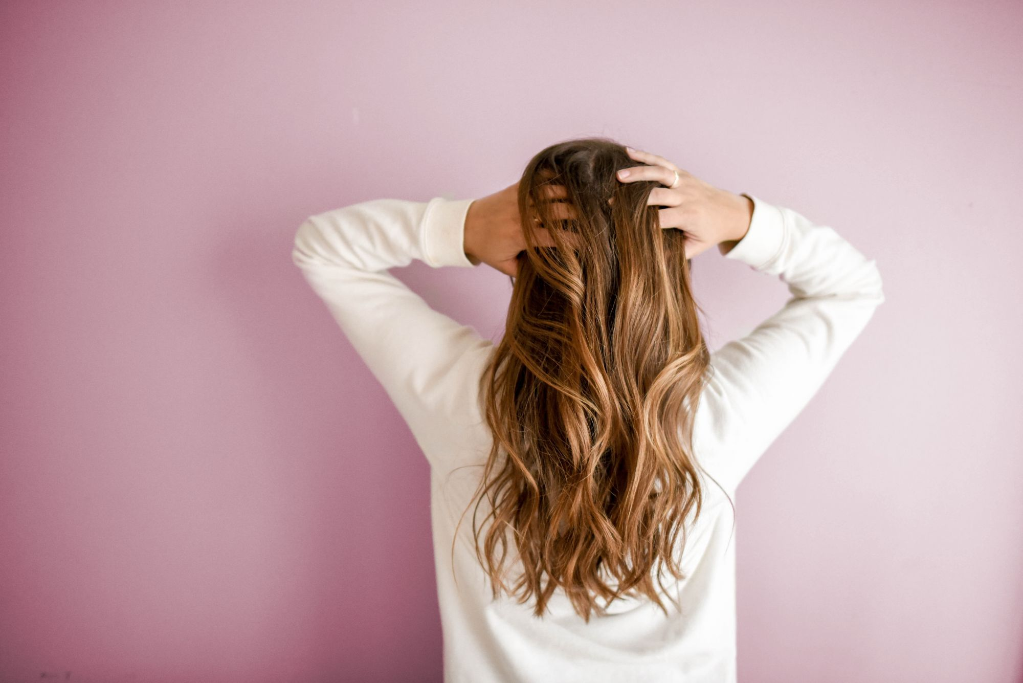 4 Easy DIY Hairstyles To Try Out This Summer: Curved Blowdry, 60s Wave