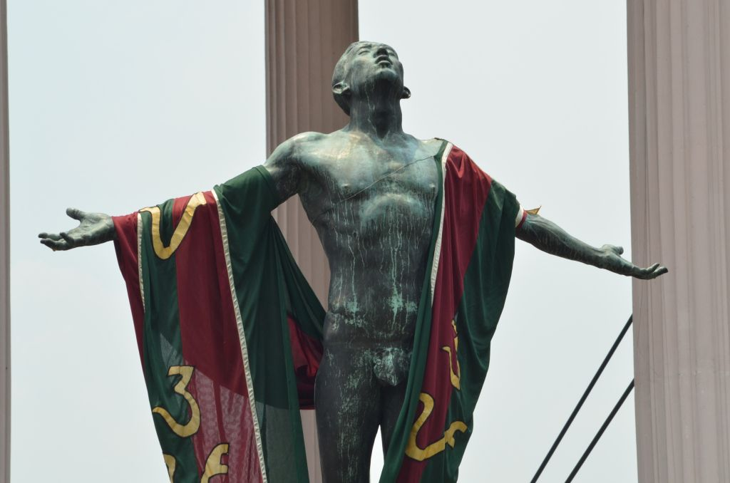 The Oblation statue in UP Diliman    Photo: Visual Tales Blog