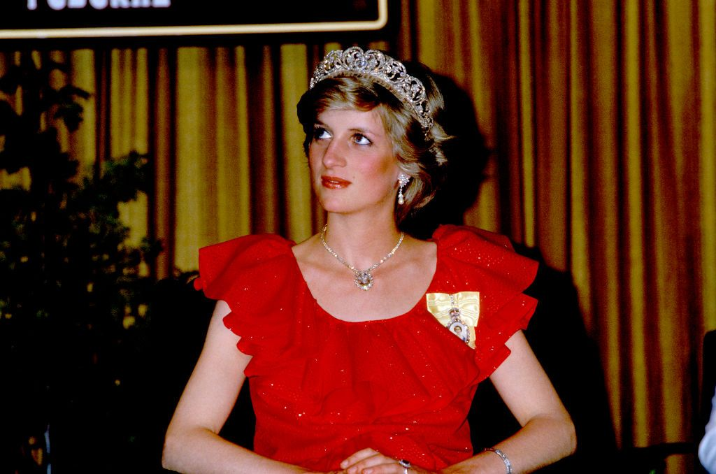 Prince Charles, Prince of Wales, and Diana, Princess of Wales, visit Australia, Princess Diana in Tasmania, The princess is wearing the Spencer family tiara and a dress by Bruce Oldfield, State Reception in Hobart, 30th March 1983. (Photo by John Shelley Collection/Avalon/Getty Images)