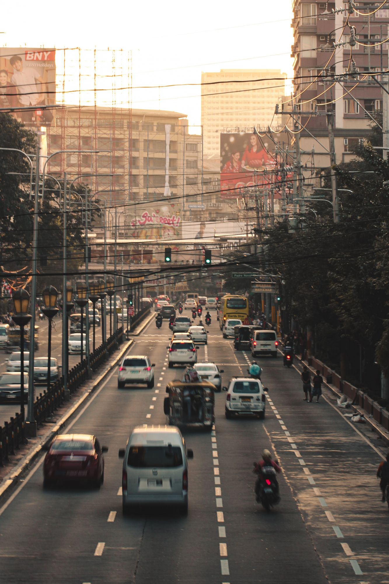 Metro Manila   Photo by Christian Ang on Unsplash