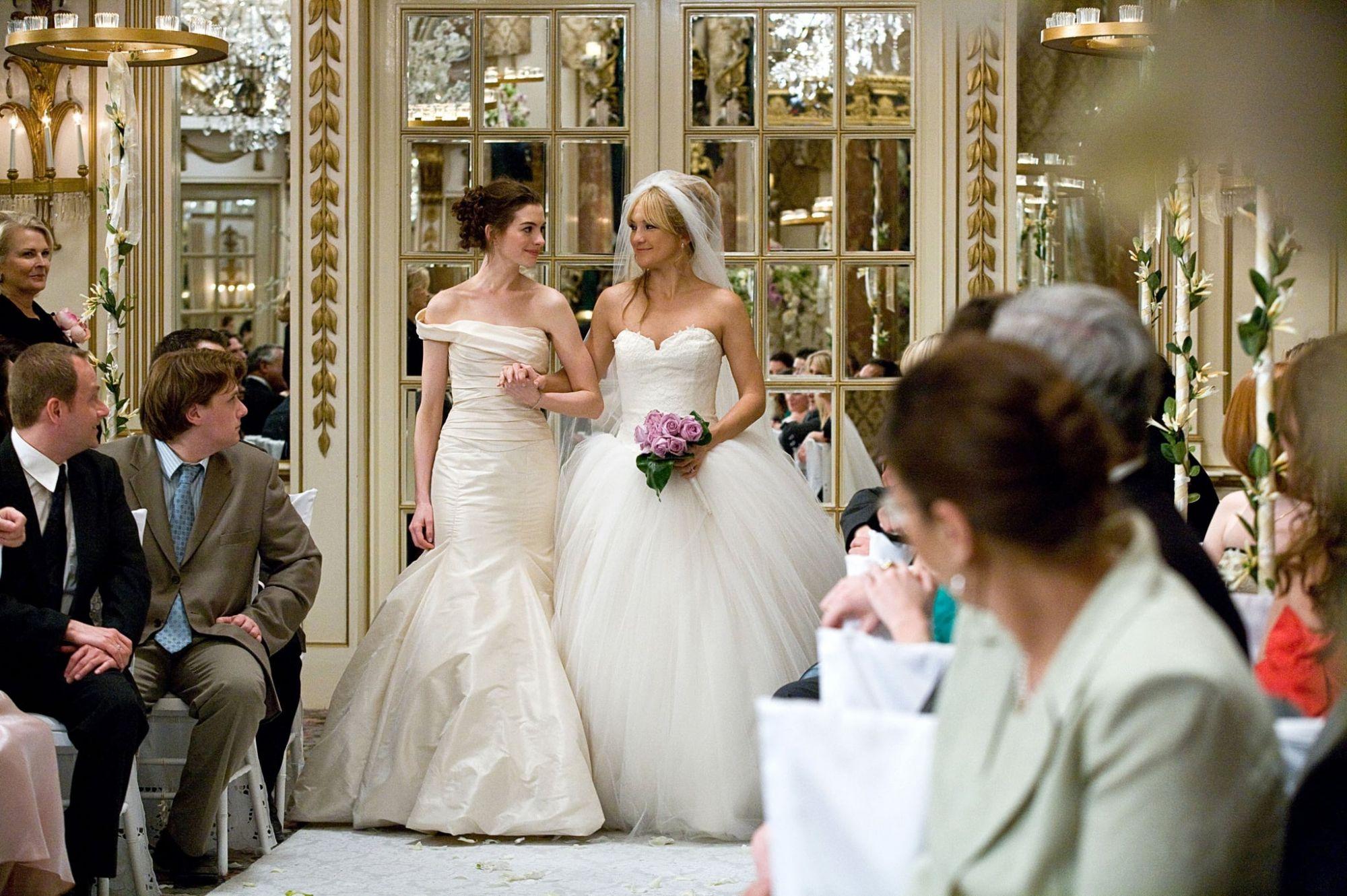 Anne Hathaway and Kate Hudson in Bride Wars | Photo: Popsugar