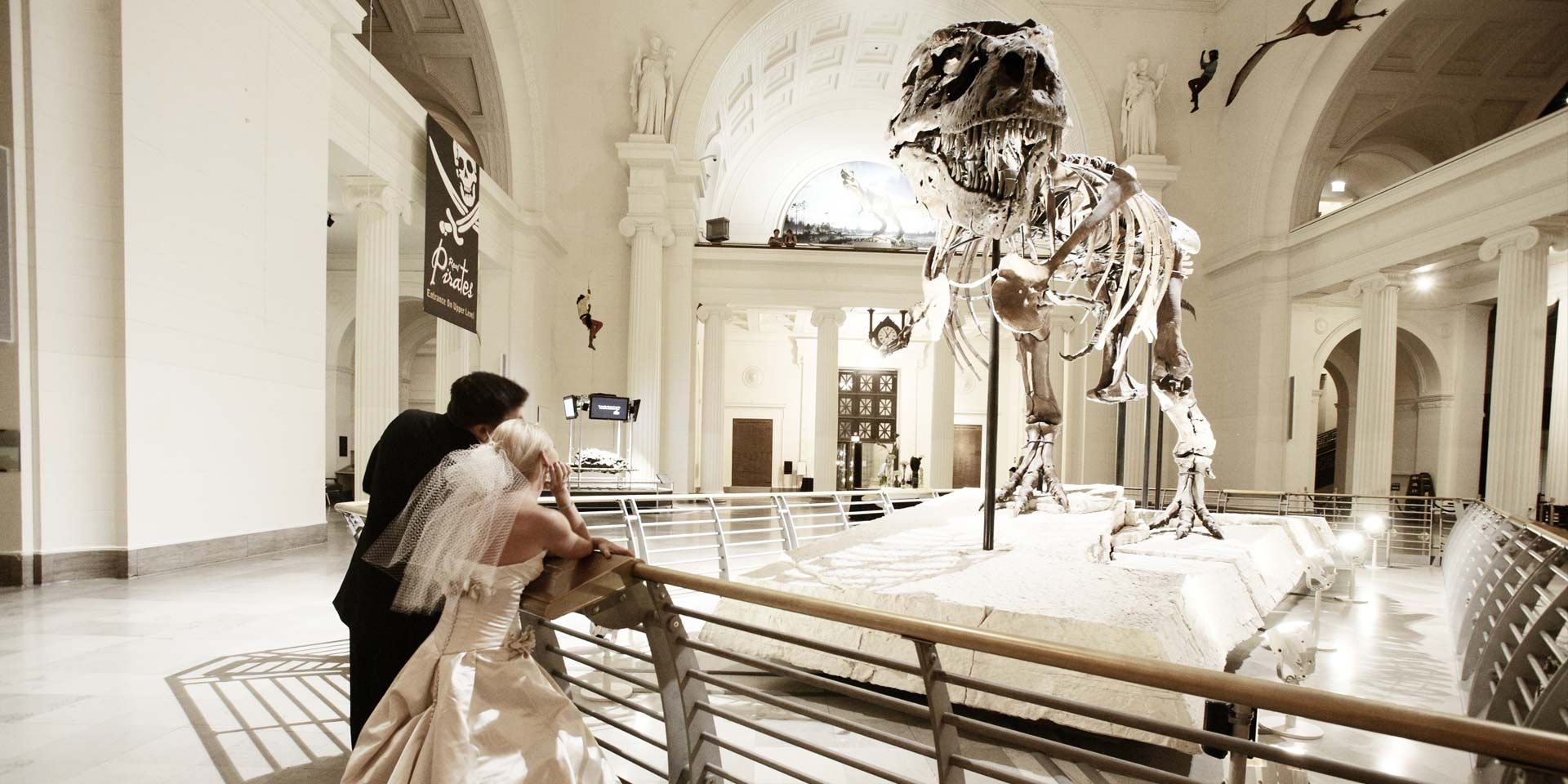 A couple weds in a museum  | Photo: Magnet Street