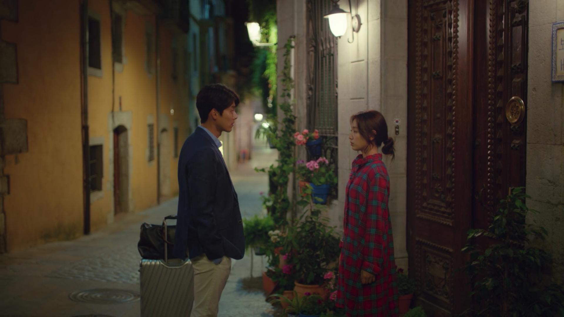 Hyun Bin and Park Shin-ye in Memories of Alhambra. Photo: Netflix