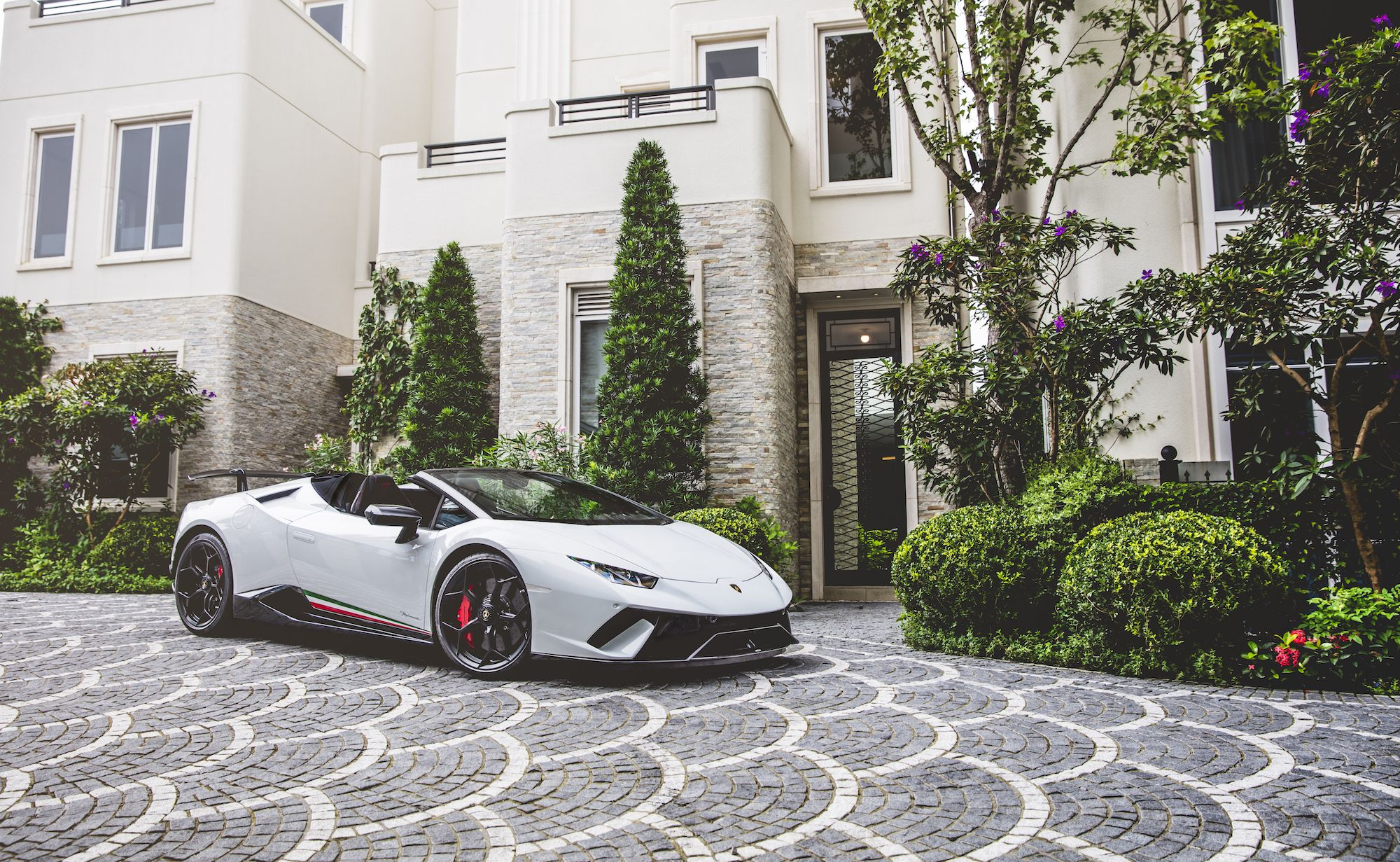 5 Things To Know About The Lamborghini Huracán Performante Spyder