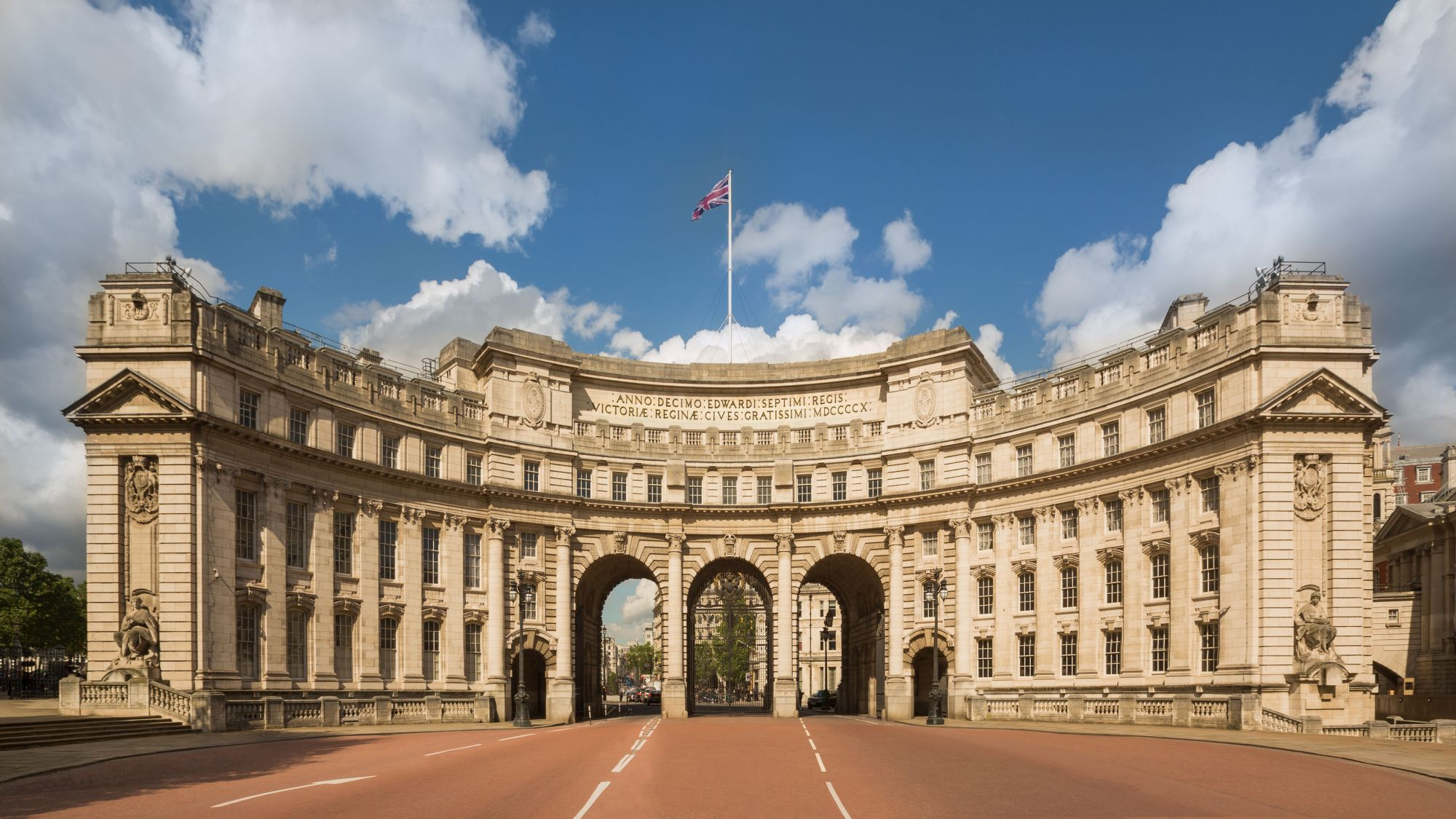 London's Admiralty Arch Set To Become Luxury Waldorf Astoria Hotel